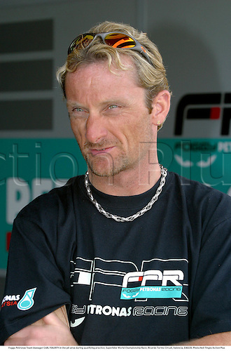 Foggy Petronas Team Manager CARL FOGERTY in the pit area during qualifying practice, Superbike World Championship Race, Ricardo Tormo Circuit, Valencia, 030228. Photo:Neil Tingle/Action Plus ...2003  .man men superbikes motorcycle motorcycles bike bikes.managers portrait portraits.     . ...  ..