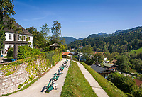 Deutschland, Oberbayern, Berchtesgadener Land, Berchtesgaden: die Sonnenpromenade unterhalb des Nationalpark-Hauses | Germany, Upper Bavaria, Berchtesgadener Land, Berchtesgaden: Sun-Promenade below the Nationalpark-House