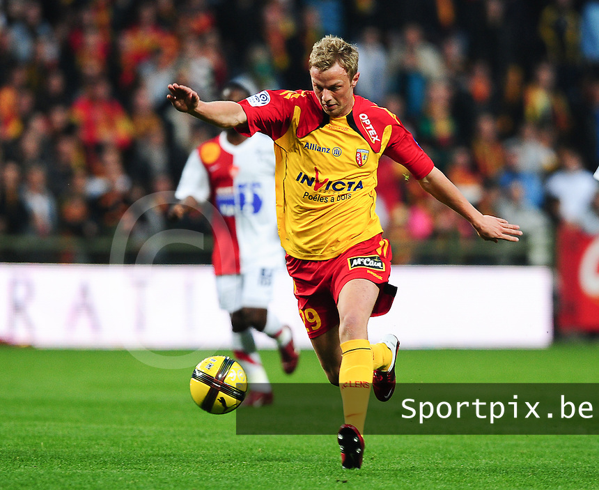 20110416 - LENS , FRANCE : RC Lens'  DAVID POLLET  pictured during the soccer match between Racing Club de LENS and BREST , on the thirty first  matchday in the French Ligue 1 at the Stade Bollaert Delelis stadium , Lens . Saturday 16 April 2011 . PHOTO DAVID CATRY