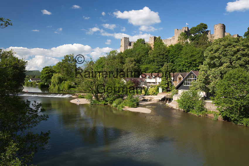 United Kingdom, England, Shropshire, Ludlow: Ludlow Castle above the River Teme | Grossbritannien, England, Shropshire, Ludlow: Ludlow Castle am Fluss Teme