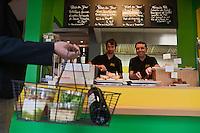 Europe/France/Rhône-Alpes/74/Haute Savoie/Thonon-les-Bains: Patrick Gonnord et Olivier Jouguet fast food bio: POL