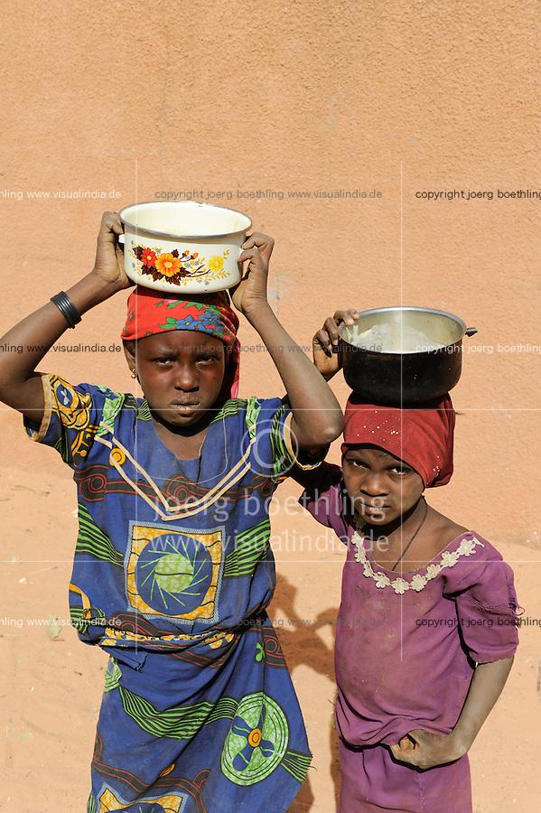 NIGER Zinder, nutrition project for small children of WFP /NIGER Zinder, Ernaehrungsprogramm in Zusammenarbeit mit dem WFP fuer unterernaehrte Kinder im Stadtviertel KARA-KARA