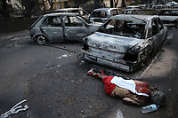 Pictured: The body of a dead man is seen lying next to burned cars in the Mati area, Kokkino Limanaki near Rafina, Greece. Tuesday 24 July 2018<br /> Re: Deaths caused by wild forest fires throughout Greece.