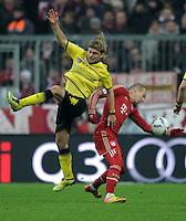 FUSSBALL   1. BUNDESLIGA  SAISON 2011/2012   13. Spieltag FC Bayern Muenchen - Borussia Dortmund        19.11.2011 Marcel Schmelzer (li, Borussia Dortmund) gegen Arjen Robben (FC Bayern Muenchen)