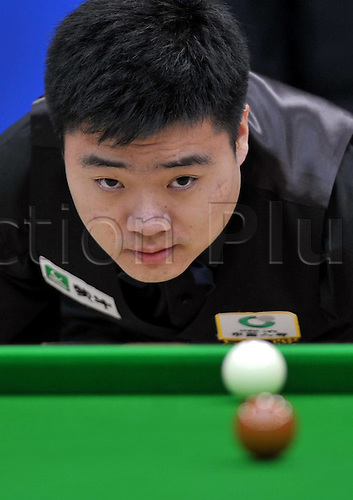 11.03.2011 Thing Junhui of China lines up a shot during The Group Round Against Ricky Walden of England AT The Hainan Snooker Classic.