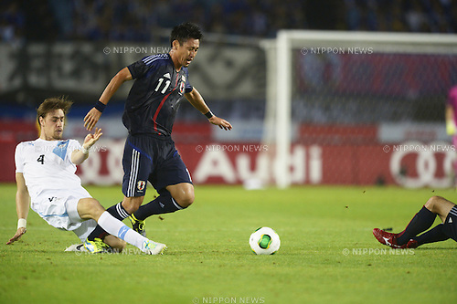 Sebastian Coates (URU), Yohei Toyoda (JPN),<br /> AUGUST 14, 2013 - Football / Soccer :<br /> Kirin Challenge Cup 2013 match between Japan 2-4 Uruguay at Miyagi Stadium in Miyagi, Japan. (Photo by FAR EAST PRESS/AFLO)