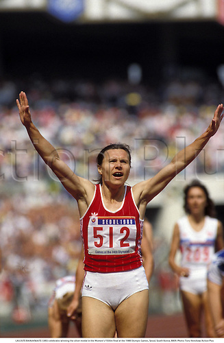 LAILOUTE BAIKAVSKAITE (URS) celebrates winning the silver medal in the Women's 1500m final at the 1988 Olympic Games, Seoul, South Korea, 8809. Photo: Tony Henshaw/Action Plus...olympics athlete athletics track event.run runner runners running distance.woman.women.celebrations celebration celebrates celebrate.joy celebrating