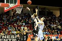 GRONINGEN - Basketbal, Donar - Apollo Amsterdam, Martiniplaza,  Dutch Basketbal League, seizoen 2018-2019, 11-11-2018,  Donar speler Grant Sitton met Apollo speler Berend Weijs