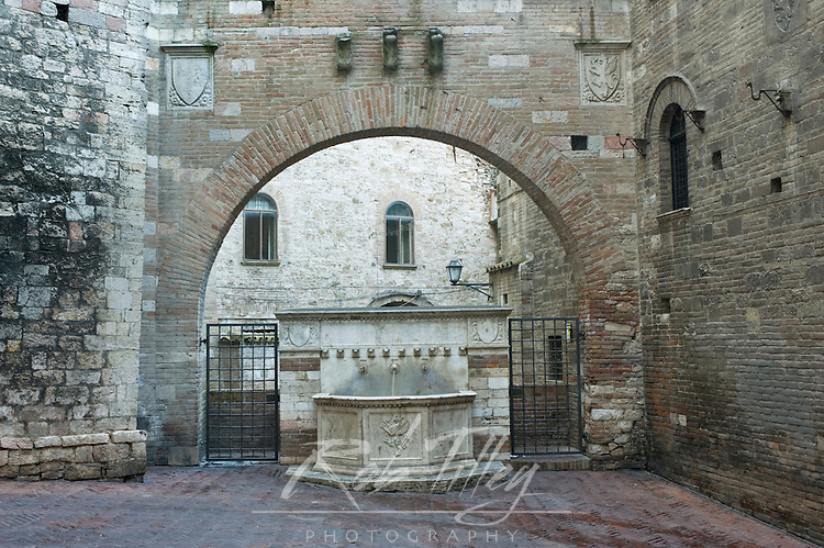 Europe, Italy, Umbria, Perugia, Public Well