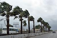 fuertes Oleajes en la Autopista las americas.huracan Irene, por su paso por la Republica Dominicana.Fotos: Carmen Suárez/acento.com.do.Fecha: 23/08/2011.