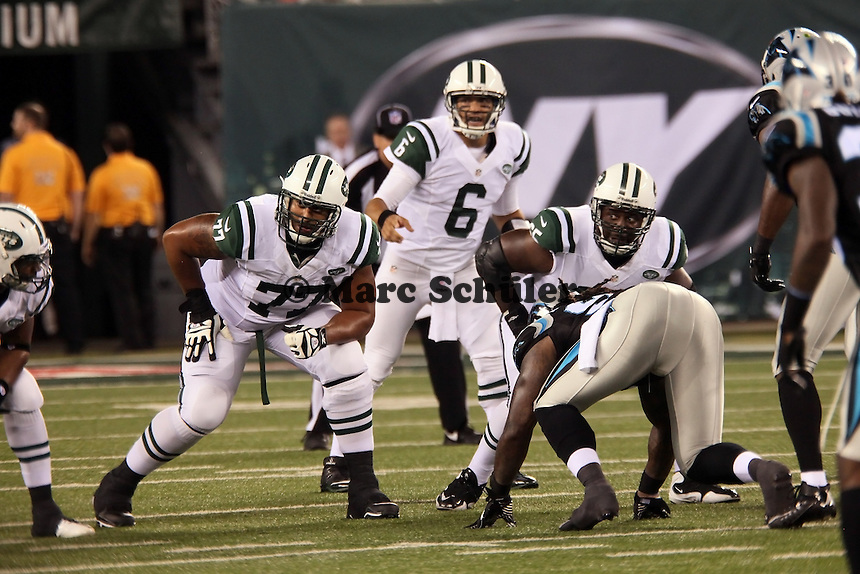 QB Mark Sanchez (Jets) hinter OT Austin Howard (77)