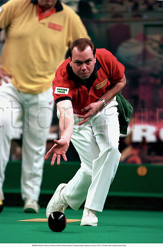 ROBERT WEALE (Wales), Potters World Indoor Bowls Championship, Hopton on Sea, 010112. Photo: Neil Tingle/Action Plus...2001