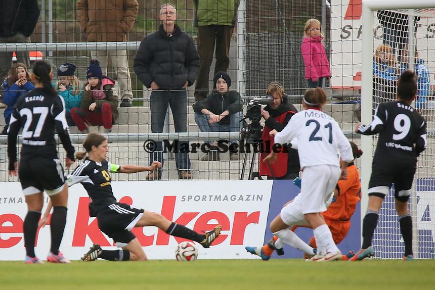 Chance fuer Kerstin Garefrekes (FFC) - 1. FFC Frankfurt vs. ASD Torres Femminile, UEFA Champions League Achtelfinal Hinspiel, Stadion am Brentanobad