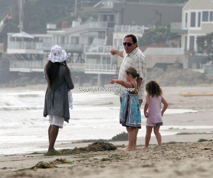 .September 5th 2010 exclusive ..Jon Favreau walking on the beach in Malibu with his kids ..AbilityFilms@yahoo.com.805-427-3519.www.AbilityFilms.com.