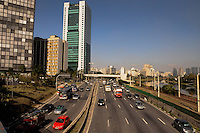 S&Atilde;O PAULO -SP - 30,07,2014 - TR&Atilde;NSITO - MARGINAL PINHEIROS - Segue sem muita lentid&atilde;o o motorista que trafega pela Marginal Pinheiros sentido Osasco,regi&atilde;o Oeste da cidade de S&atilde;o Paulo na tarde dessa quarta-feira,30<br /> (Foto:Kevin David/Brazil Photo Press)