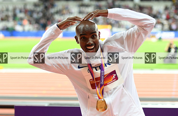 Mo Farah (GBR) does the mobot with his gold medal following his win in the mens 10,000m. IAAF World athletics championships. London Olympic stadium. Queen Elizabeth Olympic park. Stratford. London. UK. 04/08/2017. ~ MANDATORY CREDIT Garry Bowden/SIPPA - NO UNAUTHORISED USE - +44 7837 394578