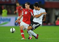 Fussball International  WM Qualifikation 2014   11.09.2012 Oesterreich - Deutschland Zlatko Junuzovic (li, Oesterreich) gegen Sami Khedira (Deutschland)