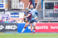 Picture by Allan McKenzie/SWpix.com - 08/04/2018 - Rugby League - Betfred Super League - Wakefield Trinity v Leeds Rhinos - The Mobile Rocket Stadium, Wakefield, England - Ashton Golding kicks off.