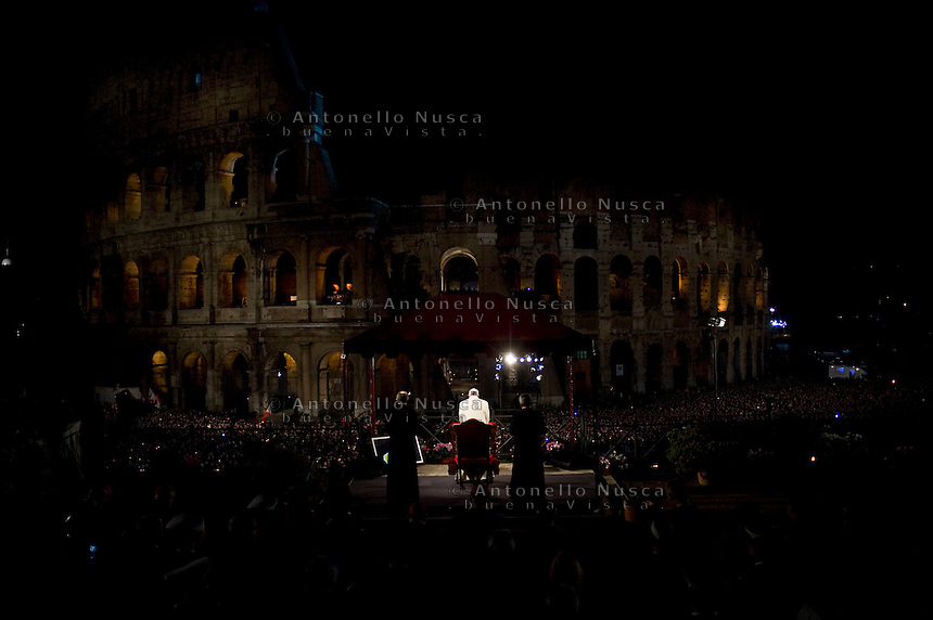 Roma, 29 Marzo, 2013. Il Papa al Colosseo durante la celebrazione della via Crucis.