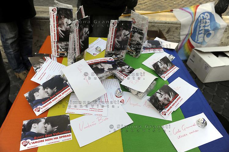 Roma, 14 febbraio 2012.Piazza Montecitorio.Per San Valentino la comunità di Gay center distribuisce Baci e cartoline contro la discriminazione verso gli e le omosessuali e dopo le dichiarazioni omofobe di Giovanardi..