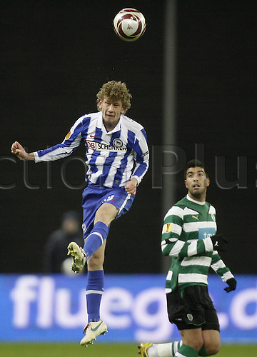 16.12.2009 UEFA Europe League Group stage Olympic Stadium Berlin. Hertha BSC Berlin v Sporting Lisbon. Picture shows Carlos Saleiro winning a header.