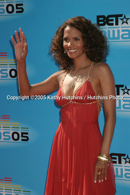 Halle Berry.BET Awards.Kodak Theater.Los Angeles, CA.June 28, 2005.©2005 Kathy Hutchins / Hutchins Photo....