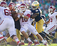 Sooners quarterback Blake Bell (10) carries the ball as Notre Dame Fighting Irish linebacker Jaylon Smith (9) defends in the second quarter.