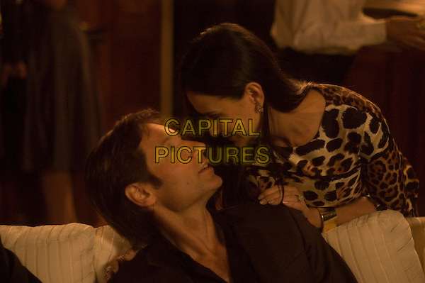 DAVID DUCHOVNY & DEMI MOORE.in The Joneses.*Filmstill - Editorial Use Only*.CAP/FB.Supplied by Capital Pictures.