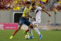 TAMPA - ESTADOS UNIDOS, 10-09-2019: Yairo Moreno jugador de Colombia disputa el balón con Yangel Herrera jugador de Venezuela durante partido amistoso amistoso entre Colombia y Venezuela jugado en el Raymond James Stadium en Tampa, Estados Unidos. / Yairo Moreno player of Colombia fights the ball with Yangel Herrera player of Venezuela during a friendly match between Colombia and Venezuela played at Raymond James Stadium in Tampa, United States. Photo: VizzorImage / Cristian Alvarez / Cont