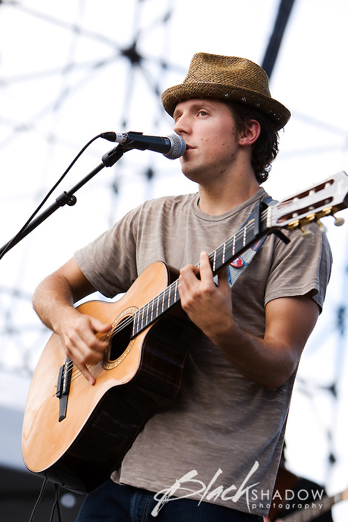 Jason Mraz performing at the Point Nepean festival