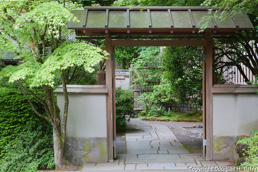 Tea garden gate portland japanese garden douglas orton for Make a japanese garden gate