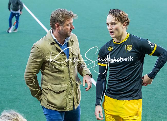 AMSTELVEEN - Vreugde bij Den Bosch   na de competitie hoofdklasse hockeywedstrijd mannen, Amsterdam- Den Bosch (2-3). Marc Lammers met  Tijmen Reijenga (Den Bosch) na de wedstrijd.  COPYRIGHT KOEN SUYK
