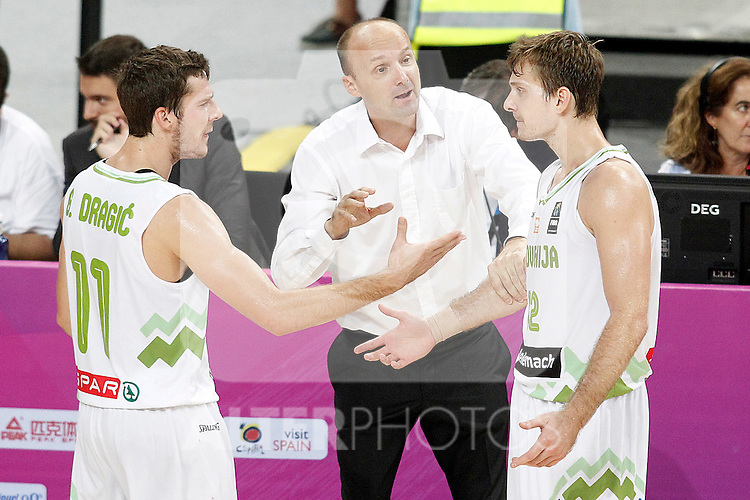Slovenia's coach Zdovc Jure with his players Goran Dragic (l) and Zoran Dragic (r) during 2014 FIBA Basketball World Cup Quarter-Finals match.September 9,2014.(ALTERPHOTOS/Acero)