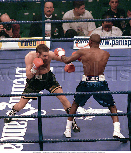 SCOTT HARRISON (left) v Tom Johnson, IBO Featherweight Continental Championships, London Arena, 000715. Photo: Glyn Kirk/Action Plus....2000.boxer boxers boxing.combat sport sports.