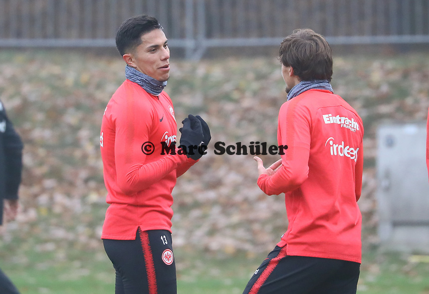 Carlos Salcedo (Eintracht Frankfurt) mit Chico Geraldes (Eintracht Frankfurt) - 14.11.2018: Eintracht Frankfurt Training, Commerzbank Arena, DISCLAIMER: DFL regulations prohibit any use of photographs as image sequences and/or quasi-video.