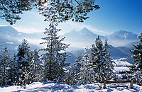 DEU, Deutschland, Bayern, Oberbayern, Berchtesgadener Land, Winterlandschaft mit Watzmann | DEU, Germany, Bavaria, Upper Bavaria, Berchtesgadener Land, winter scene and Watzmann mountain
