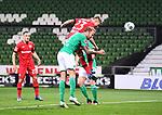 Tor 1:3: Mitchell Weiser (Leverkusen) trifft gegen Kevin Vogt (Bremen).<br /><br />Sport: Fussball: 1. Bundesliga: Saison 19/20: 26. Spieltag: SV Werder Bremen - Bayer 04 Leverkusen, 18.05.2020<br /><br />Foto: Marvin Ibo Güngör/GES /Pool / via gumzmedia / nordphoto