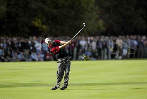 PAUL AZINGER (USA) plays from the 18th Fairway during his singles match against Fasth, The 34th Ryder Cup 2002, The Belfry, Sutton Coldfield, 020929. Photo: Glyn Kirk/Action Plus....golf golfer...