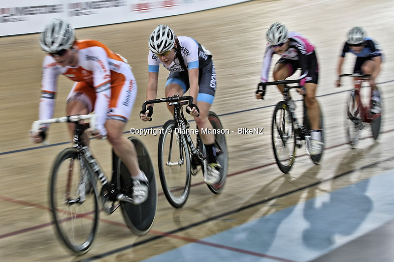 Racquel Sheath out front in the WE points race at the Avanti BikeNZ Cup, Avantidrome, Cambridge, New Zealand, Saturday, September 20, 2014, Credit: Dianne Manson/BikeNZ