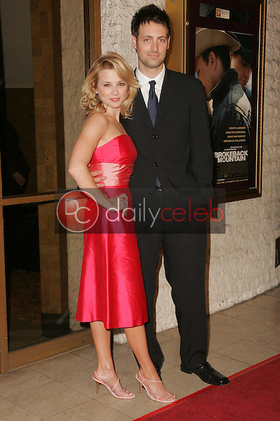 """Linda Cardellini and Nick Goosen<br />at the premiere of """"Brokeback Mountain"""". Mann National Theatre, Westwood, CA. 11-29-05<br />Dave Edwards/DailyCeleb.com 818-249-4998"""