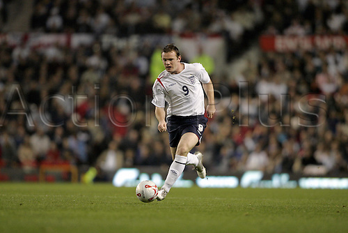 12 October 2005: England striker Wayne Rooney runs with the ball during the FIFA World Cup Qualifier between England and Poland played at Old Trafford, Manchester. England won the game 2-1 to win their qualifying group. Photo: Neil Tingle/Actionplus....051012 soccer football man men footballer player running