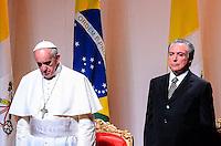 RIO DE JANEIRO, RJ, 28 DE JULHO DE 2013 JMJ RIO 2013-CERIMÔNIA DE DESPEDIDA DO PAPA FRANCISCO-Papa Francisco ao lado do vice-presidete Michel Temmer, despede-se do Brasil em cerimônia na Base Aérea do Galeão, na tarde deste domingo, 28, na Ilha do Governador, zona norte do Rio de Janeiro.FOTO:MARCELO FONSECA/BRAZIL PHOTO PRESS