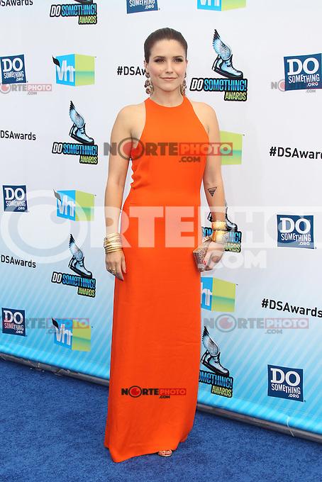 SANTA MONICA, CA - AUGUST 19: Sophia Bush at the 2012 Do Something Awards at Barker Hangar on August 19, 2012 in Santa Monica, California. Credit: mpi21/MediaPunch Inc. /NortePhoto.com<br /> <br /> **SOLO*VENTA*EN*MEXICO**<br />  **CREDITO*OBLIGATORIO** *No*Venta*A*Terceros*<br /> *No*Sale*So*third* ***No*Se*Permite*Hacer Archivo***No*Sale*So*third*