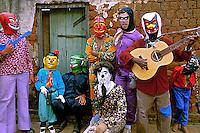 Mascarados na Festa do Divino em Pirenópolis. Goiás.1987. Foto de Nair Benedicto.