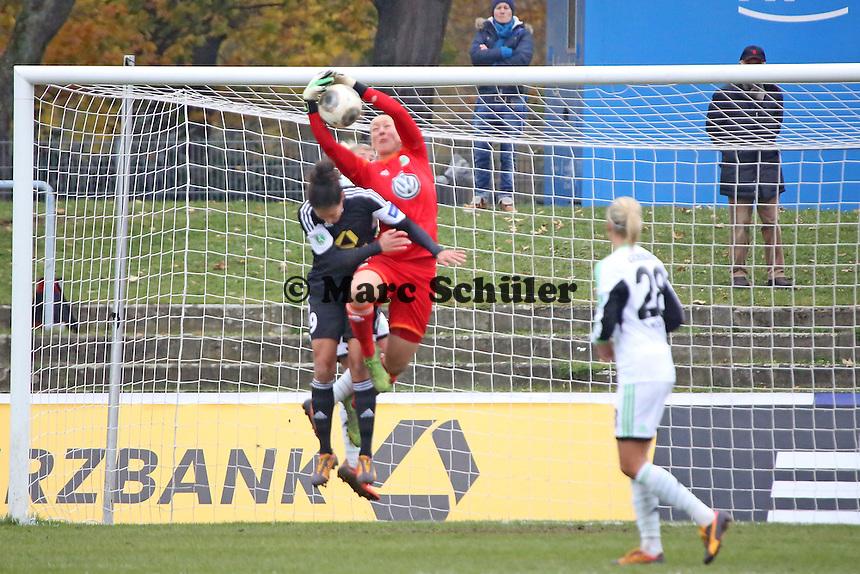 Celia Sasic (FFC) gegen Almut Schult (Wolfsburg) - 1. FFC Frankfurt vs. VfL Wolfsburg, DFB-Pokal