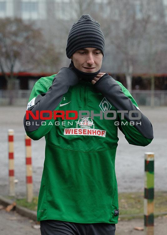 17.12.2013, Trainingsgelaende, Bremen, GER, 1.FBL, Training Werder Bremen, im Bild Luca Caldirola (Bremen #3)<br /> <br /> Foto &copy; nordphoto / Frisch