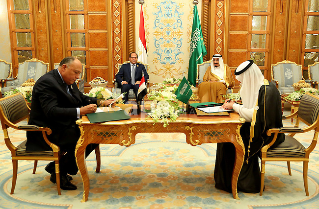 Palestinian Prime Minister, Rami Hamdallah, meets with Saudi King Salman bin Abdulazizl, in the West Bank city of Ramallah, on November 11, 2015. Photo by Prime Minister Office