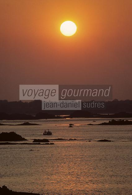 Europe/France/Bretagne/22/Côtes-d'Armor/Pointe de l'Arcouest: La pointe au soleil couchant