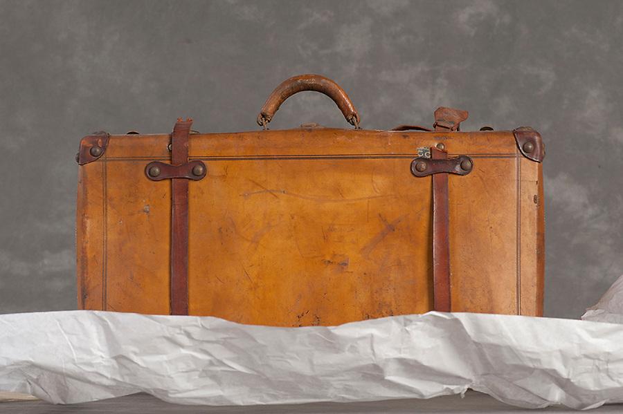 Willard Suitcases / Byron L / ©2014 Jon Crispin