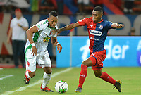 MEDELLIN - COLOMBIA, 14-07-2019: Mauricio Cortes del Medellín disputa el balón con Cesar Hinestroza de Patriotas durante partido por la fecha 1 entre Deportivo Independiente Medellín y Patriotas Boyacá como parte de la Liga Águila II 2019 jugado en el estadio Atanasio Girardot de la ciudad de Medellín. / Mauricio Cortes of Medellin vies for the ball with Cesar Hinestroza of Patriotas during atch for the date 1 between Deportivo Independiente Medellin and Patriotas Boyaca as a part Aguila League II 2019 played at Atanasio Girardot stadium in Medellin city. Photo: VizzorImage / Leon Monsalve / Cont